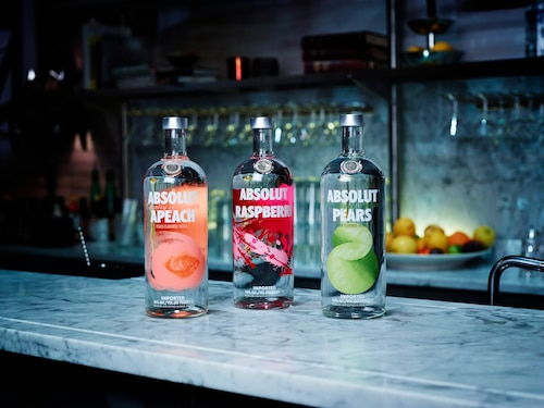 ABSOLUT Flavours redesign - ENVIRONMENT - APEACH RASPBERRI PEARS.jpg