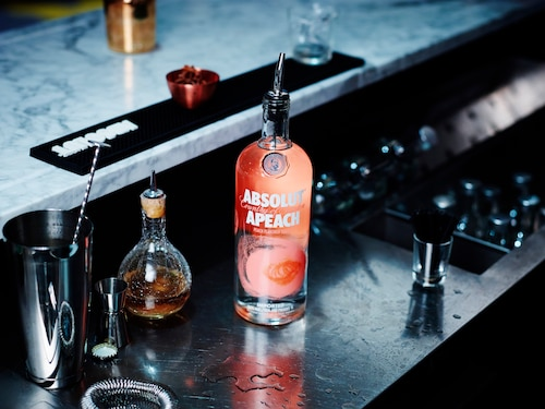 ABSOLUT Flavours redesign - ENVIRONMENT - APEACH.jpg