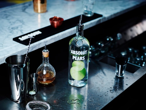 ABSOLUT Flavours redesign - ENVIRONMENT - PEARS.jpg