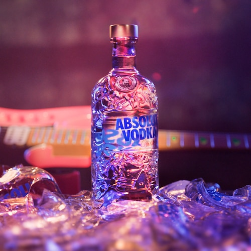 Absolut-Comeback_Bottle_Guitar_1_1_still.jpg